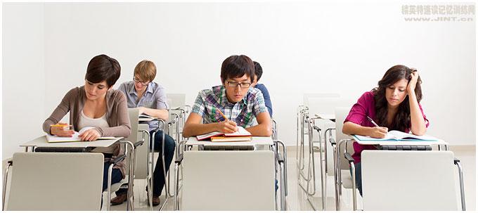 美国许多高中或大学生仍然没有学会如何有效的阅读