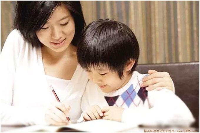 想让孩子一直向前,持续进步,很重要的就是培养他对书籍的热爱,对学习的兴趣,对知识的?#26159;螅?#23545;阅读能力的深入掌握。