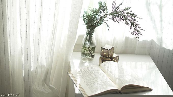 昏暗的灯光,舒适的环境可能更容易丧失一个人阅读的欲望,而如果有着阅读目标、并始终愿意为自付出努力的人的会保持主动阅读者的。