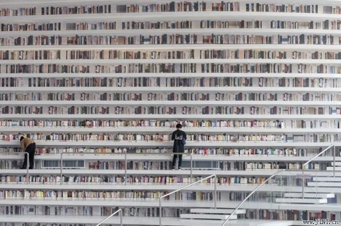 在面對琳瑯滿目的書架時,選書困難者手足無措,無法抉擇到底選那本書來讀。