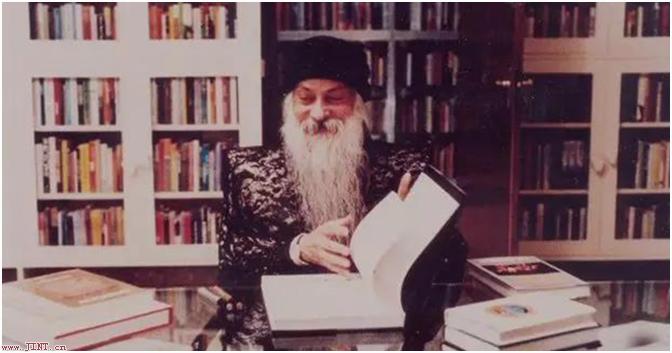 讀一本書,一旦你讀完,書也就完了,讀兩遍沒什么意義,讀三遍簡直是愚蠢。