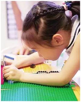 搭積木可培養孩子的注意力