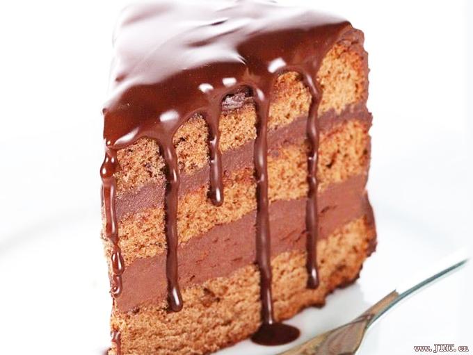 甜食糖分很高,過多攝入會導致大腦遲緩