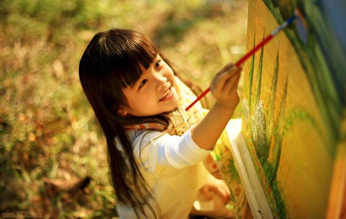 绘画能训练孩子丰富的想象力和创造思维力。