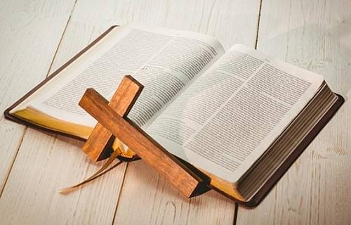《圣經》-一本被當作文學作品來讀,而是被當作神的話語來讀的書。