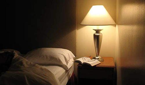睡眠最重要的功能之一是促進學習和記憶的形成。