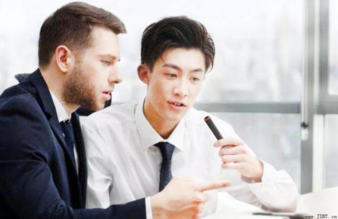 作为翻译专业的学生,感觉自己忙碌不堪的学习生活简直恍若高三的延续。