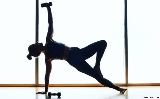 身体的协调性好,能表现出很好的平衡感,律动性,而且整体肢体动作表现得很和谐。